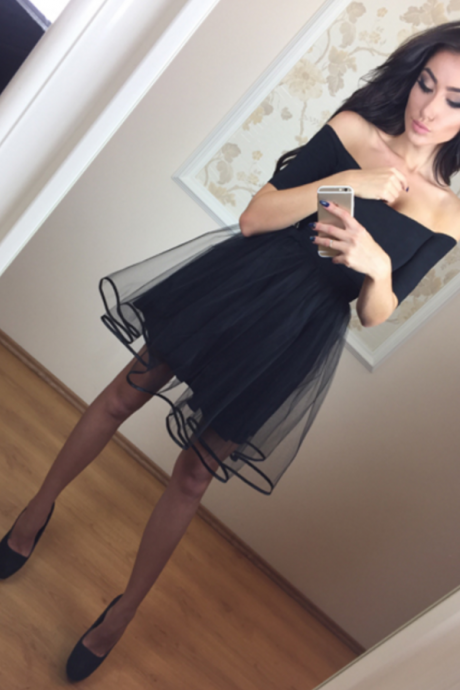 Fashion A-Line Off-The-Shoulder short Sleeves Black Short Homecoming Dress With Tulle