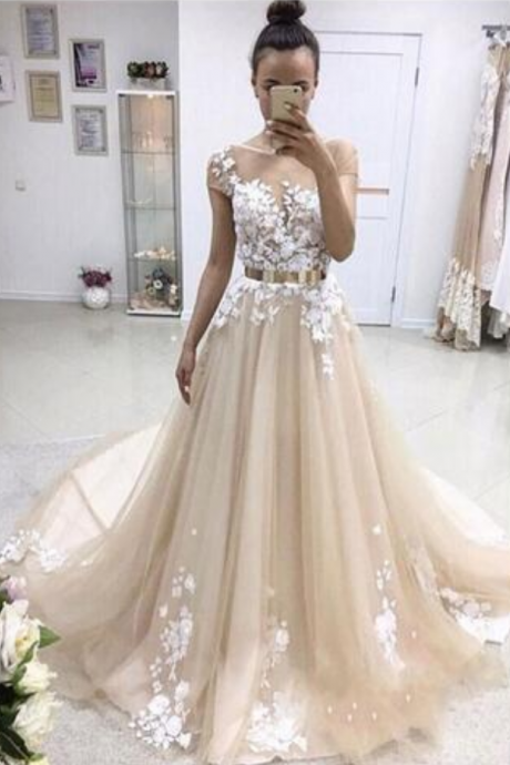 Latest Short Sleeve Long Prom Dresses Appliques Lace Button Back Tulle Chapel Train Evening Party Dresses